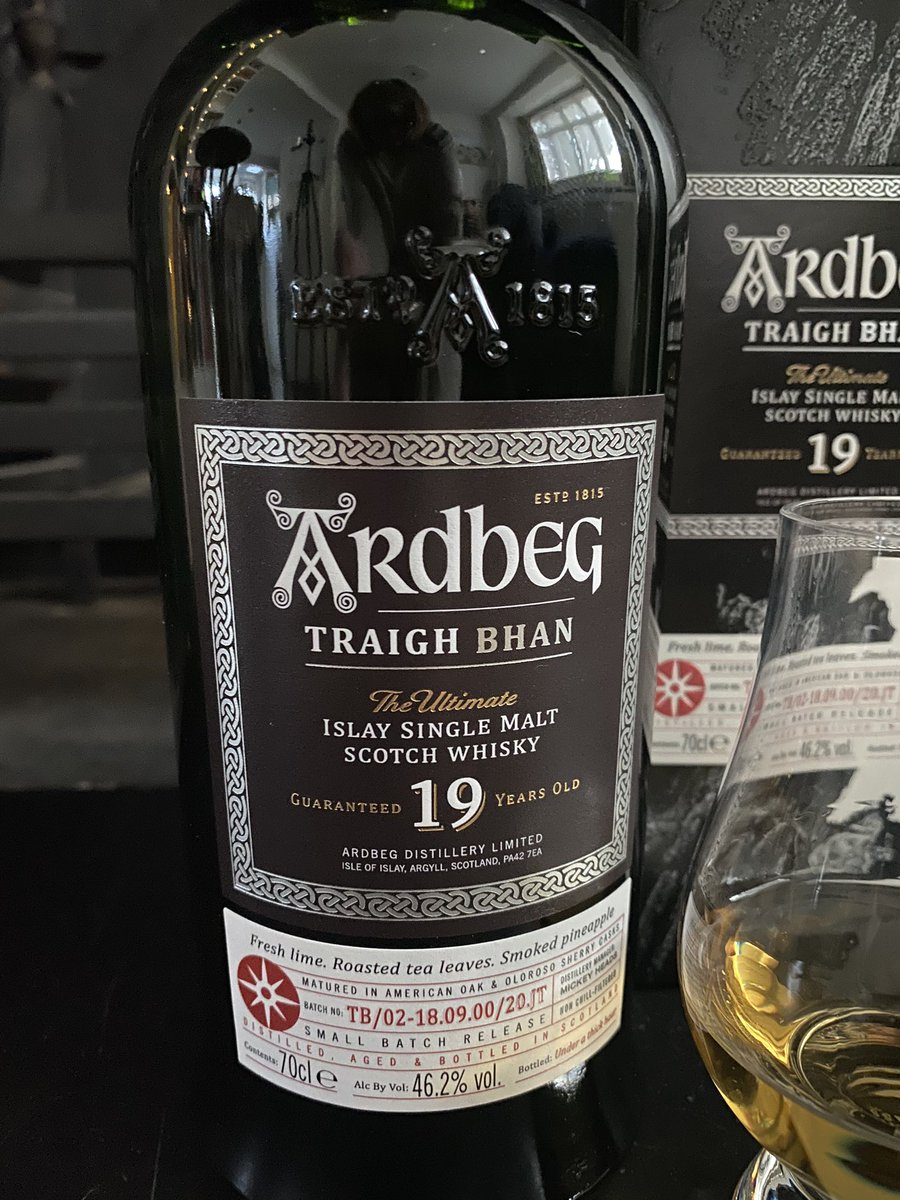 I was lucky enough to get my hands on this #ardbeg Triagh Bhan batch  no. 2 recently.  😊 Oh that smell!💨 Tasting notes to follow. But right now I'm just enjoying getting to know my newest whisky 🥃   #singingsands #islay #singlemalt #scotch #whisky #whiskey #ardbeg https://t.co/UnpimFDg4U