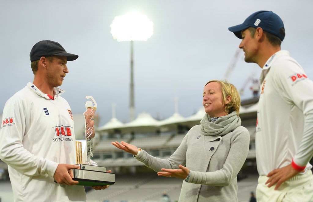 It was an honour to be awarded the trophy by Bob Willis' wife, Lauren Clark, who also designed it. Find out more information now on @ProstateUK or donate £10 now by texting BOB to 70004 or 👉 bit.ly/BWTDonate20