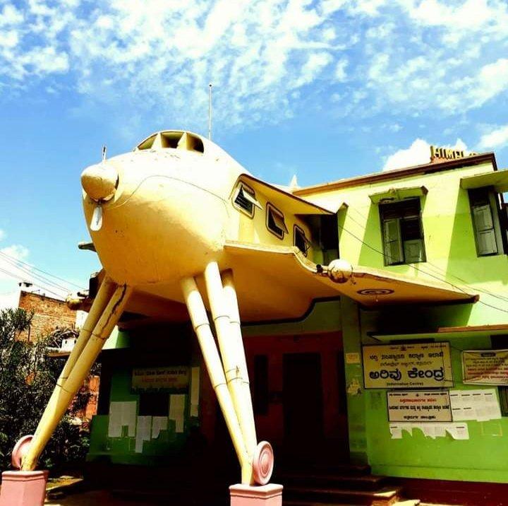 #ಚಿತ್ರದುರ್ಗ ನಗರದಲ್ಲಿನ ಈ #ಏರೋಪ್ಲೇನ್ #ಬಿಲ್ಡಿಂಗ್ ಎಷ್ಟು ಜನರಿಗೆ ನೆನಪಿದೆ ?  #chitradurga #aeroplane #building #construction #marvel #sculpture https://t.co/zv3v7kbTRy