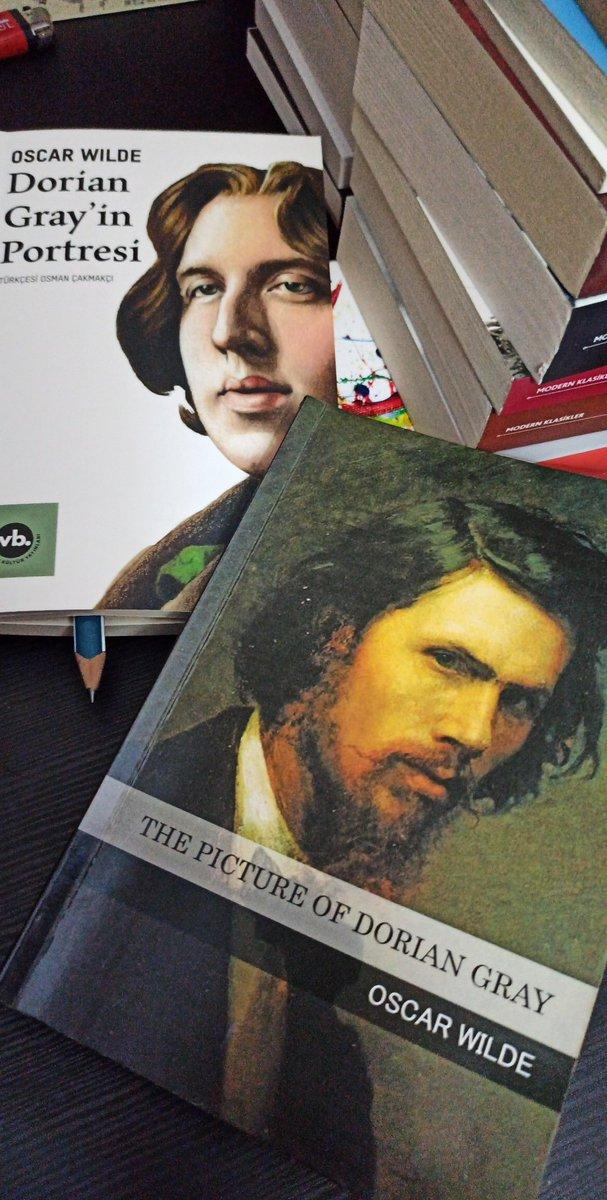 Ben de okudum bugün Dorian Gray portresini 🤟😍💙📚🍀 İngilizcesi bitti Türkçesini yariladim  Iki kitap da ayni.  Everest yayınlarının bastığı kitap 2014 dünya çeviri ödülü almış ama Vakıfbank çevirisi de çok güzel. #kitapokuyalım #kitapcenneti https://t.co/D63sFlFJNc