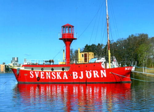 New photo: The venerable Swedish #lightship Svenska Björn, deactivated since 1962. Privately owned as a houseboat for many years, it is fully restored and moored at #Västerås on #LakeMälaren west of Stockholm. #lighthouse https://t.co/sUU4d0bsBv https://t.co/7AzsiBX62F