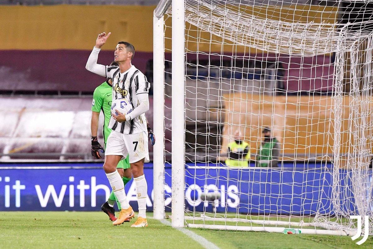 ¡Otro récord para @Cristiano! 🔥🔥  4️⃣5️⃣0️⃣ goles en las ligas Top 5 de Europa ⚽️  #RomaJuve #FinoAllaFine #ForzaJuve https://t.co/BjywWKWGuE