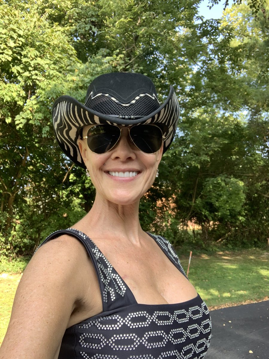 Why is it important to wear a #mask? If you saw me you might not guess that I have stage 2 #breastcancer.   If you have undiagnosed non symptomatic ##COVID19 and give it to me, I CANT BE TREATED for cancer‼️ Don't be selfish. WEAR A MASK IN PUBLIC!!!!  #InThisTogether #Safety https://t.co/5o1luxSLJk