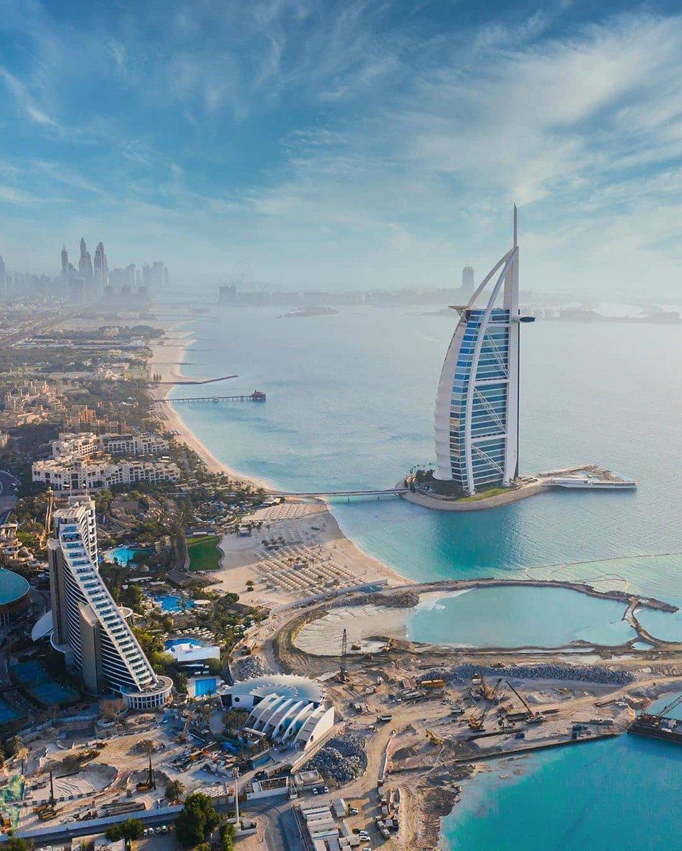 Urban masterpiece. Photo by ig:mal7___ #PicsDubai #Dubai #MyDubai #VisitDubai #PhotoOfTheDay #PicOfTheDay #InstaLike #City #Skyline #Skyscraper #Design #love #instagood #happy #travel #kind #patient #metropolis #burjalarab #KeysOfDubai https://t.co/FcztgWxMvq