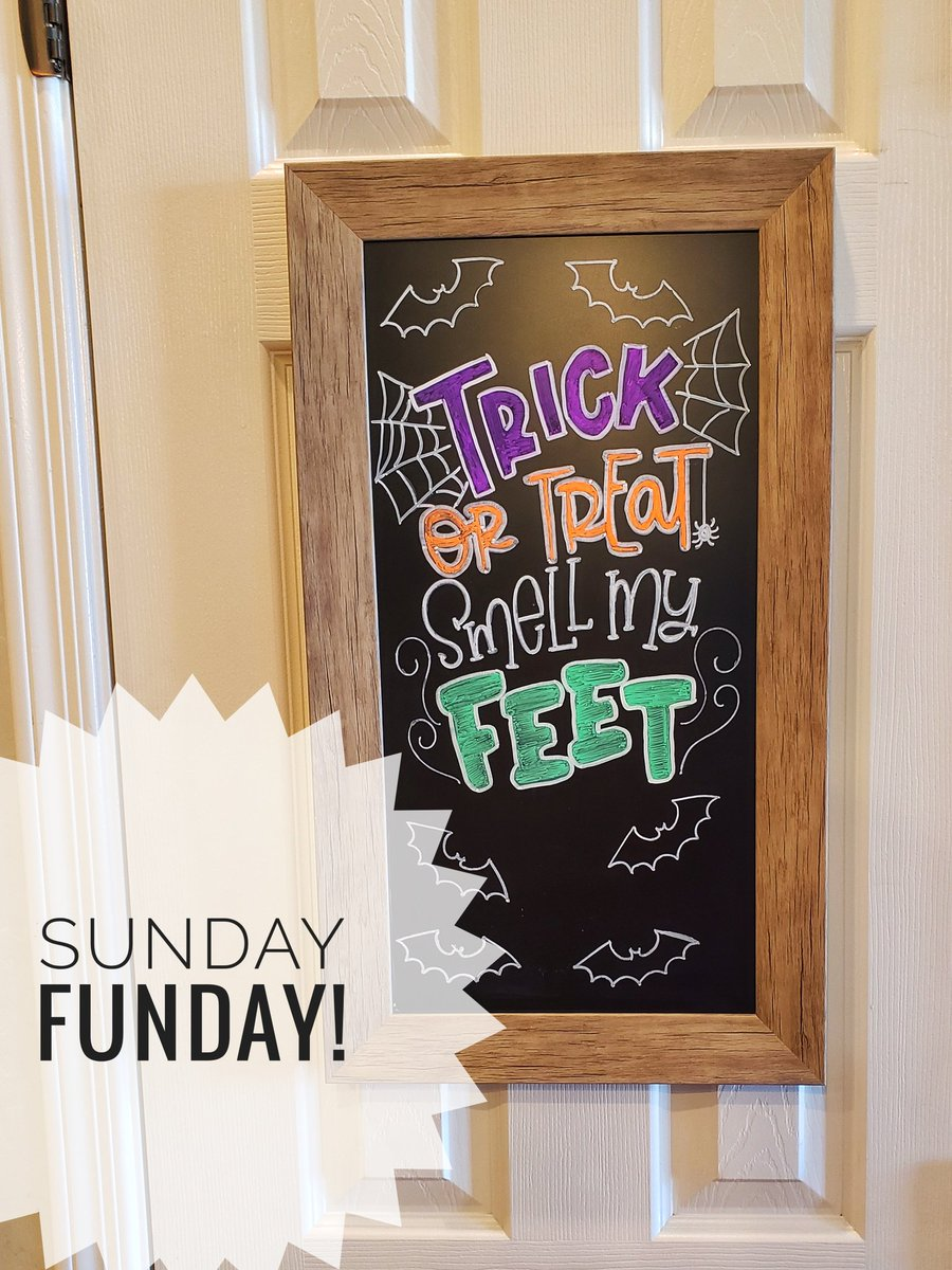 Sunday Funday means starting to decorate for Halloween! Here's the chalkboard on the pantry door! The kids had creative input but had to stay away during execution.   #freshandfamily #momlife #bloggerlife #momblogger #azblogger #parenting #fun #Halloween   #SundayFunday https://t.co/L9hocGchuy