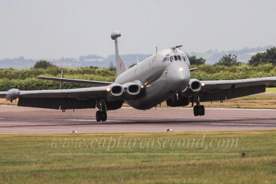 Nimrod R1 landing. #raf #nimrod #r1 #landing #runway #flaps #jet #aircraft #aeroplane https://t.co/6QrpPwmMID