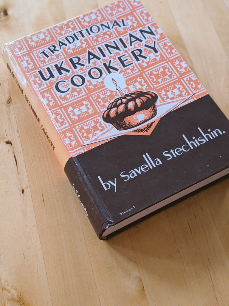 Got this classic from my Aunt and Uncle who've known of my quest for this beauty over the years. Beautiful condition hardcover by Stella Stechishin. Thanks family! #ukrainian #cookbook #Canada https://t.co/WViXnWSjUN