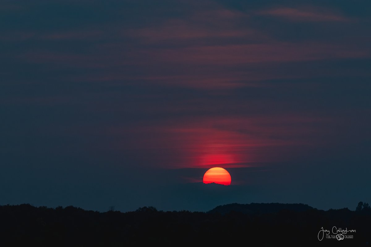 Sunset tonight just outside of @CityPtbo tonight (Sept. 27)  Shot with Canon 80D and Sigma 70-200.  @Sigma_Photo @CanonCanada @Ptbo_Canada @Ptboexplores @caleybedore   #ShareYourWeather #sunsetphotography #ptbo #ptbophotographer https://t.co/H2HKGG2mqB