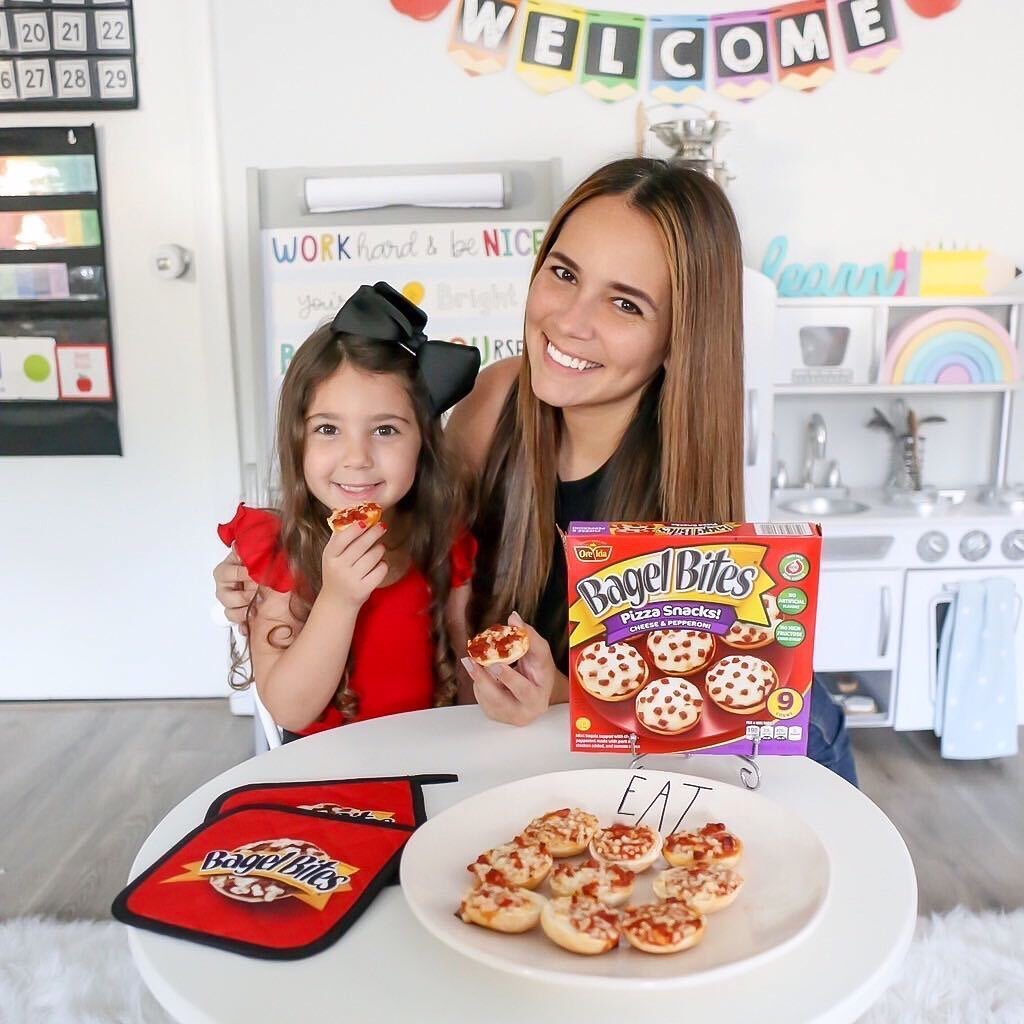 Is it a bagel? Is it pizza? It's both! Our Influenster mom Laura is making home schooling worthwhile with @BagelBites and we totally have food envy!  🥯🍕 #bagelbites https://t.co/KZYAuSf3aN https://t.co/JQ9dEU2cT7