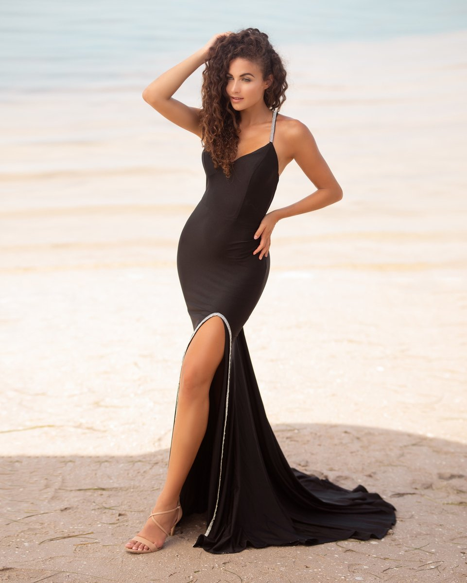 Who's ready for prom 2021?   Hot new styles are coming soon! • • • #prom #promdresses #dress #dresses #nikkisglitzandglamboutique #wild #promdress #promshop #promstore #promgirl #promstyle #red #reddress #prom2020 #prom20 #promideas #tampa #bayshore #bayshoreblvd #tampabay https://t.co/VpOm1xJPPD