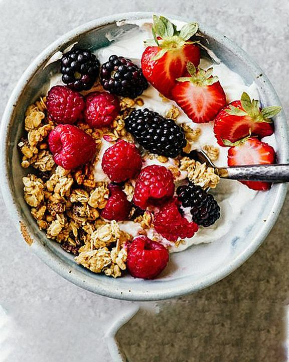 Cereal with a bunch of sweet berries on the side must be one of the best breakfasts 😋🍓 #Food #Baking #Breakfast #Foodie #Dessert #Yummy https://t.co/rIwzlEc25s