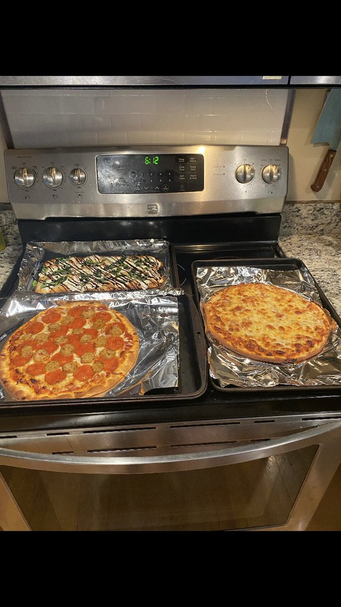 Pizza and wings at our house!  Big competition in our house to see who created the best pizza: -presentation  -taste I got presentation in the bag 😜 @NathanH49478357 @ShawnHe52478976  #pizza  #familywars https://t.co/2wA9Z1GhKp