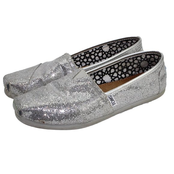 So good I had to share! Check out all the items I'm loving on @Poshmarkapp #poshmark #fashion #style #shopmycloset #toms #akrispunto #kutfromthekloth: https://t.co/UmsYb7tyOF https://t.co/UW2CKPohHz