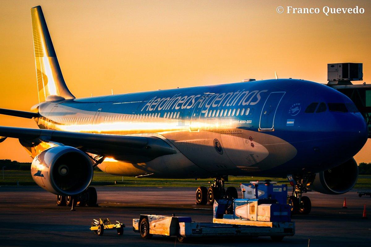 Orgulloso de Nuestra Aerolínea de Bandera😍🇦🇷 | | @AerolineasBravo @Aerolineas_AR  #aerolíneas70años #aerolineasargentinas #megaplane #AviationLovers  #airplanes #altaenelcielo #planespotting #aviationgeek https://t.co/LPMXCXIQaG