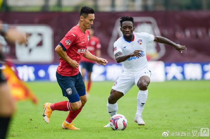 #LeagueOne #Jornada5| El Meizhou Hakka resiste en el liderato de su grupo gracias a una nueva victoria 0 : 2 (Egbuchunam & Leung Nok Hang) contra el Shaanxi Changan. https://t.co/D1eHRJfZSo