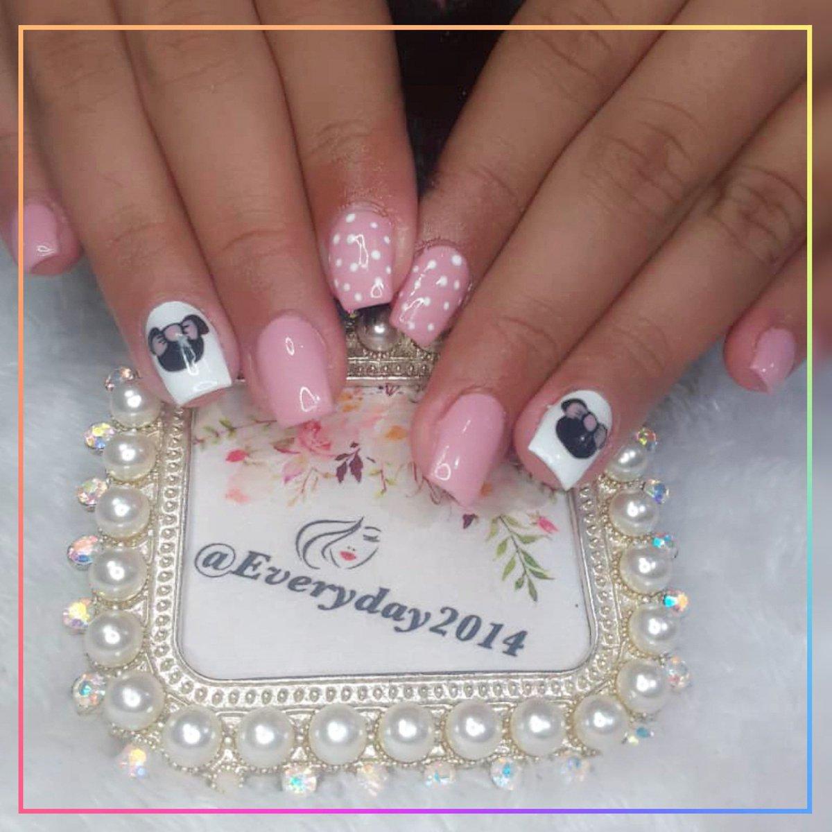 """¡Chica moderna! Escoger cualquier tono de esmalte con un lindo decorado  @everyday2014 Técnico en uñas @salasyennifer """"Tan perfecta como te lo imaginas"""" . . Twitter: @everyday2014c.a Pag Facebook: @everydaycejas Whatsapp: 0426-1532090 . . #everyday2014 #Maquillaje # https://t.co/dDFrLJCqw2"""