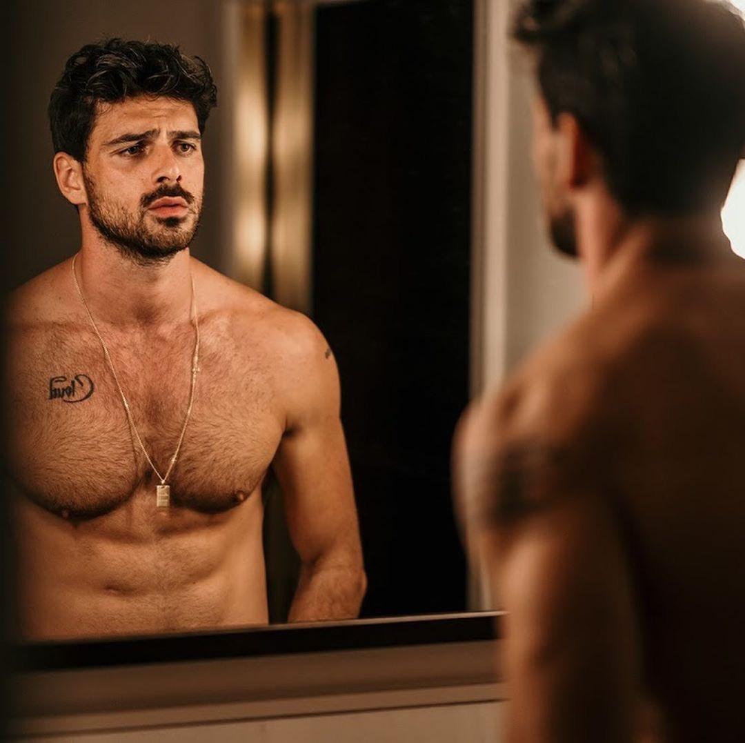 """¿Qué harías si en tu baño te encuentras al actor Michele Morrone, protagonista del filme """"365 Days"""" de Netflix? 🤔✨ https://t.co/WLML0IhrmR"""