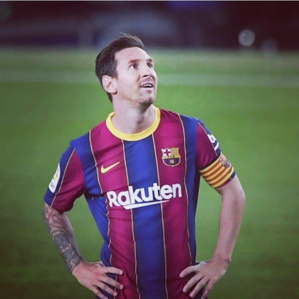 نسى كل شي بمجرد بداية الصافرة في الكامب نو. Once the match start he forgot everything and enjoy the game. . . . . . . #leomessi #legend #campnu #viscaelbarça #viscacatalunya #laliga #barçavillarreal https://t.co/y8iKBaatP4 https://t.co/6HGUILeI34