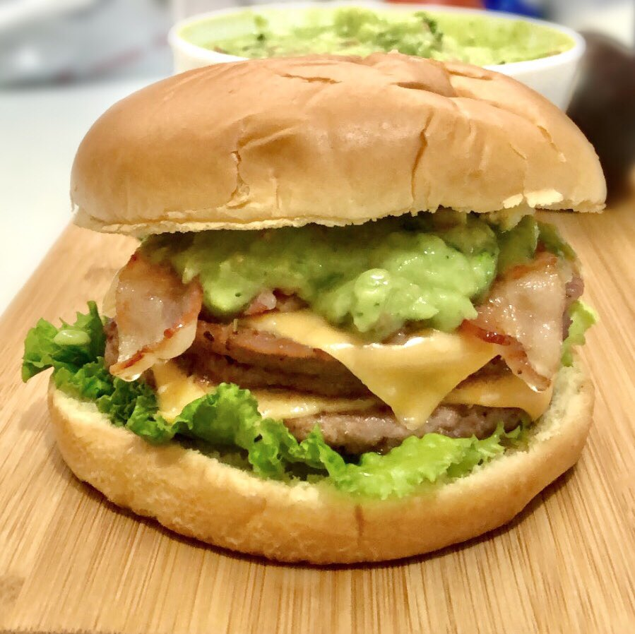 Seguimos con nuestra hamburguesa con #Guacamole en septiembre. 🇲🇽 ¡Pídela a domicilio!  #UberEATS #DiDifood  #cdmx #hamburguesas https://t.co/jvics8VvJW