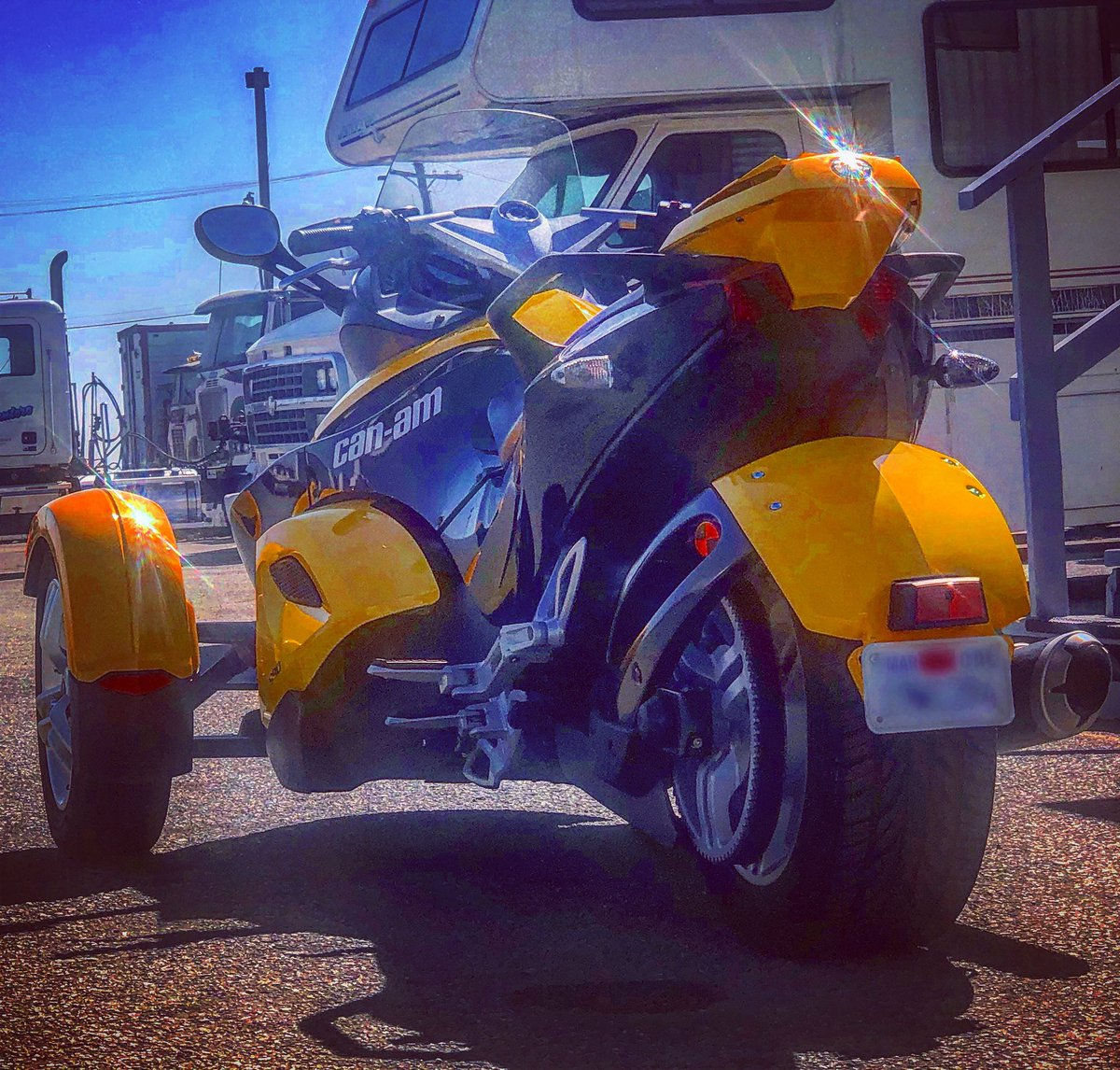 With the @CanAm #Spyder #Roadster .- #BuffyLaFlare https://t.co/YdAMHbZqY7
