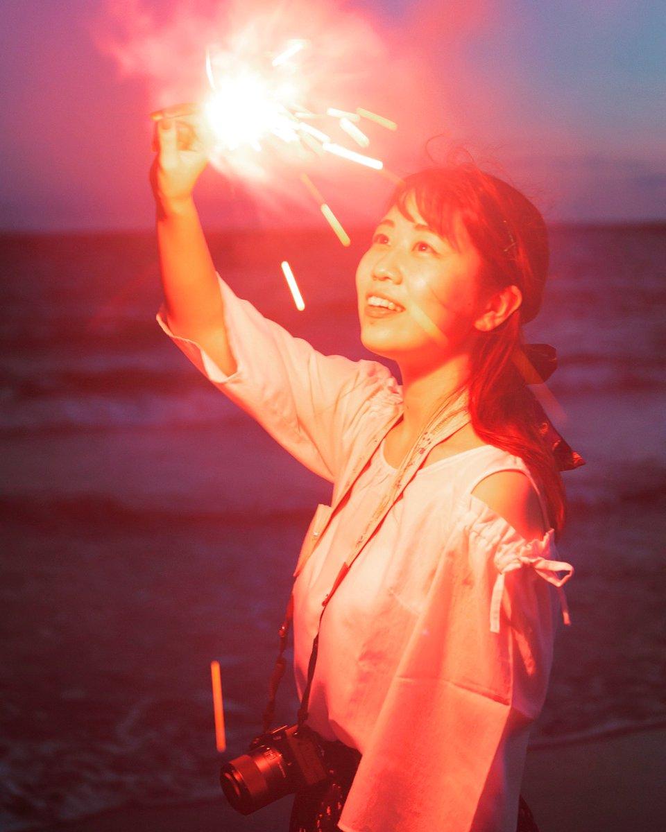 The memories of summer that she plays firework at the beach 夏の思い出 海岸で花火で遊ぶ ・ #memoriesofsummer #atthebeach #fireworks #portraitphotography #portrait_shots #muffinportraits #prettygirl #マフィンポトレ #夏の思い出 #写真好きな人と繋がりたい #ファインダー越しの私の世界 https://t.co/BPF3keoBbv