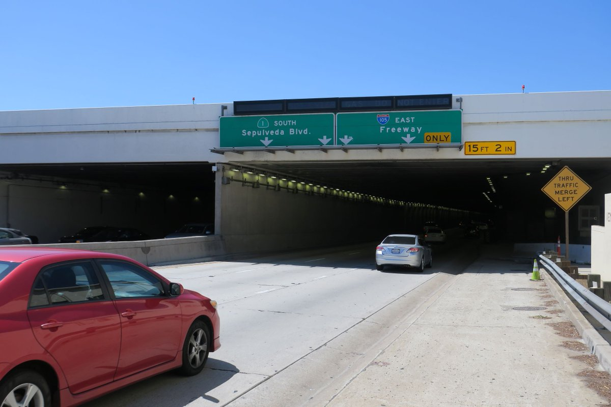 TRAFFIC ADVISORY: The LA Bureau of Street Services will close 2 lanes in the Sepulveda tunnel overnight starting Monday. Tunnel cleaning will take place 11 p.m. to 5 a.m. through Friday morning. At least 1 lane will remain open. Allow extra time to reach #LAX. https://t.co/aQosJcw3sA
