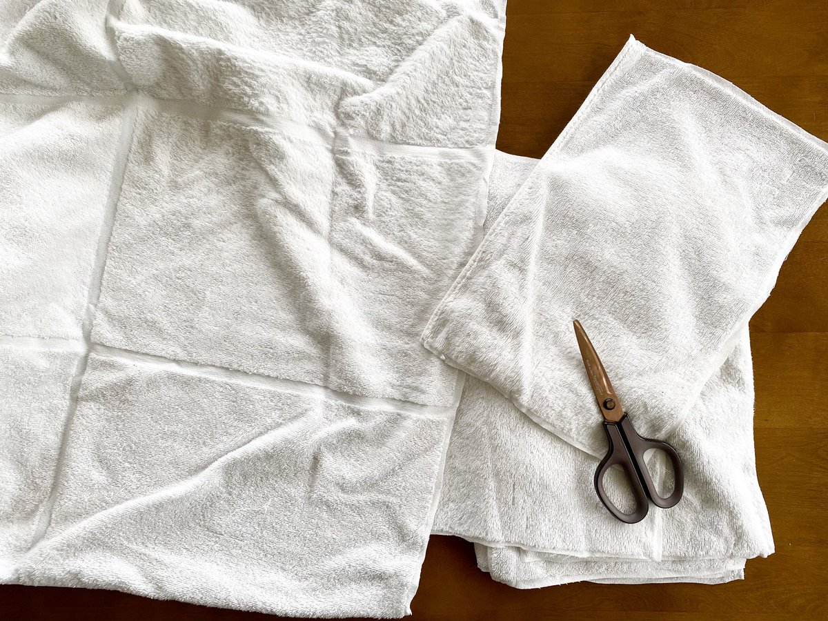 無印良品「その次があるバスタオル」、使い古したあとラインに沿って切れば雑巾のできあがり。タオルの余生のことも、タオルを切る人のこともちゃんと考えてて優しい…ほつれないから、もう子供に持たせる雑巾を縫わなくていい…!