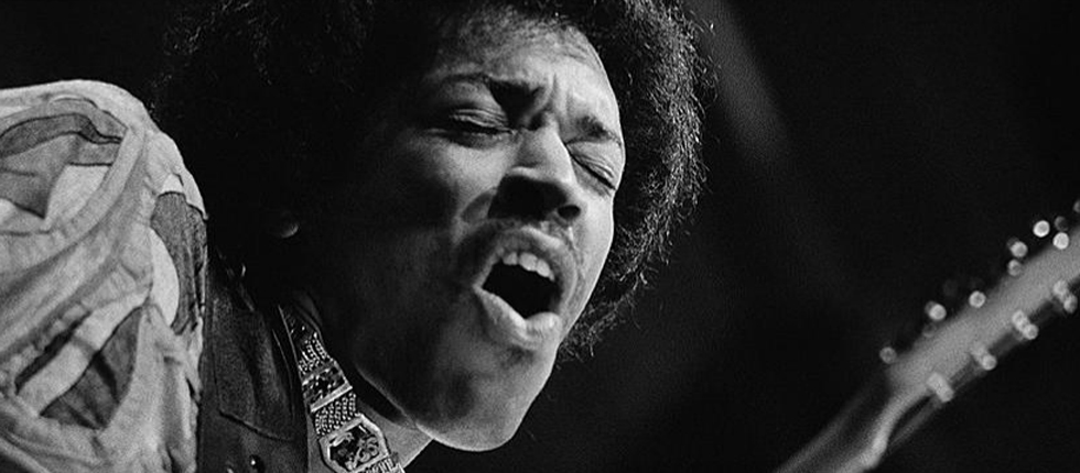 On this day 50 years ago @JimiHendrix  played his last guitar notes at @officialronnies.  He came in to jam with Eric Burdon and War and got up onto the stage with fellow guitarist Howard Scott and played Tobacco Road and then Mother Earth and left the stage promising to return. https://t.co/caxgsIwWgA