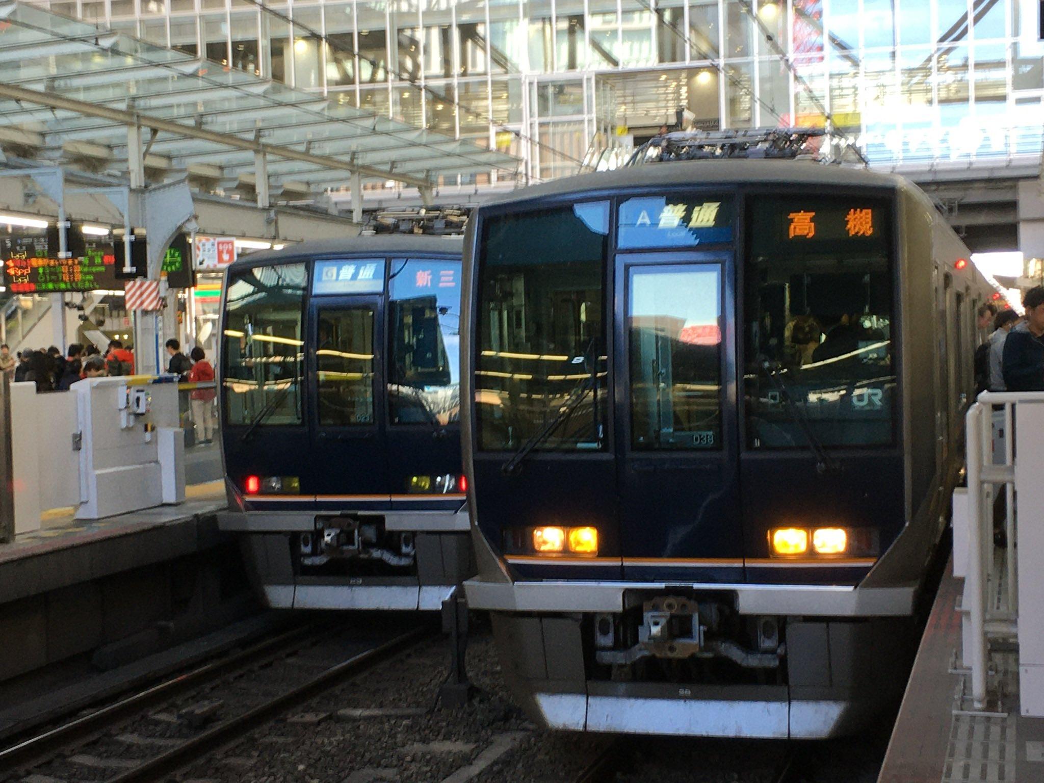 画像,14時45分頃、JR神戸線須磨海浜公園駅で人身事故が発生したため神戸〜西明石駅間で運転を見合わせています。運転再開は15時50分頃の見込みです。 https:/…