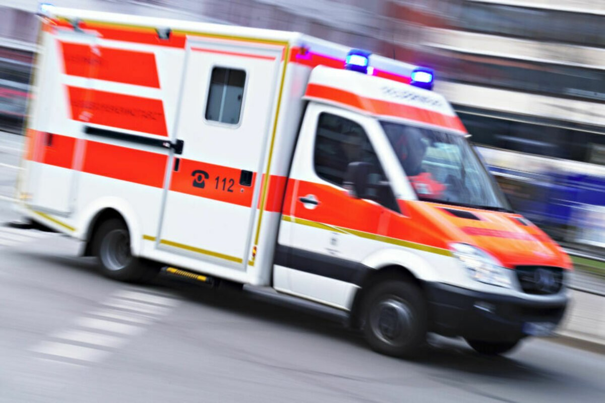 Bei einem Unfall mit einem Bus in #Plauen sind am Dienstag fünf Personen verletzt worden.  https://t.co/AFIpyrqbcw https://t.co/lzNU7MSRq6