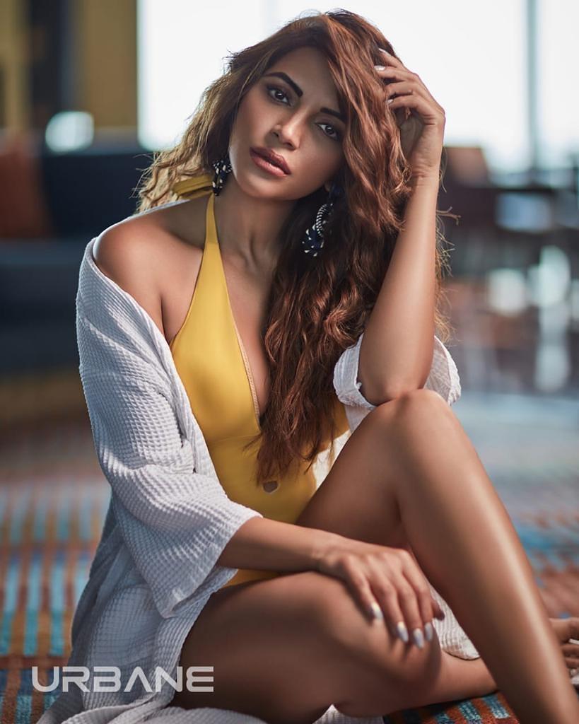 Shama Sikander flaunt her sexy figure yellow monokini - newsdezire