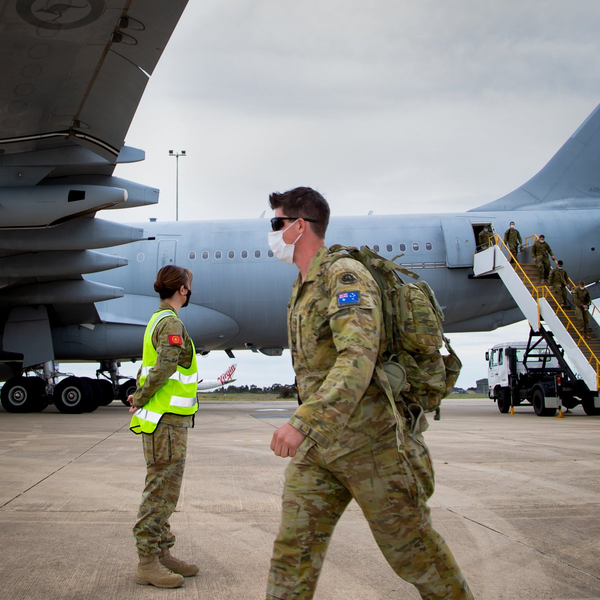 #YourADF from @AustralianArmy's 3rd Brigade, based in Townsville, have been deployed to Victoria as part of the coronavirus response to provide a range of personnel, planning & logistics support. Thank you for your service. #TYFYS #OurPeople. @ChiefAusArmy @DeptDefence https://t.co/oPravSiNXB