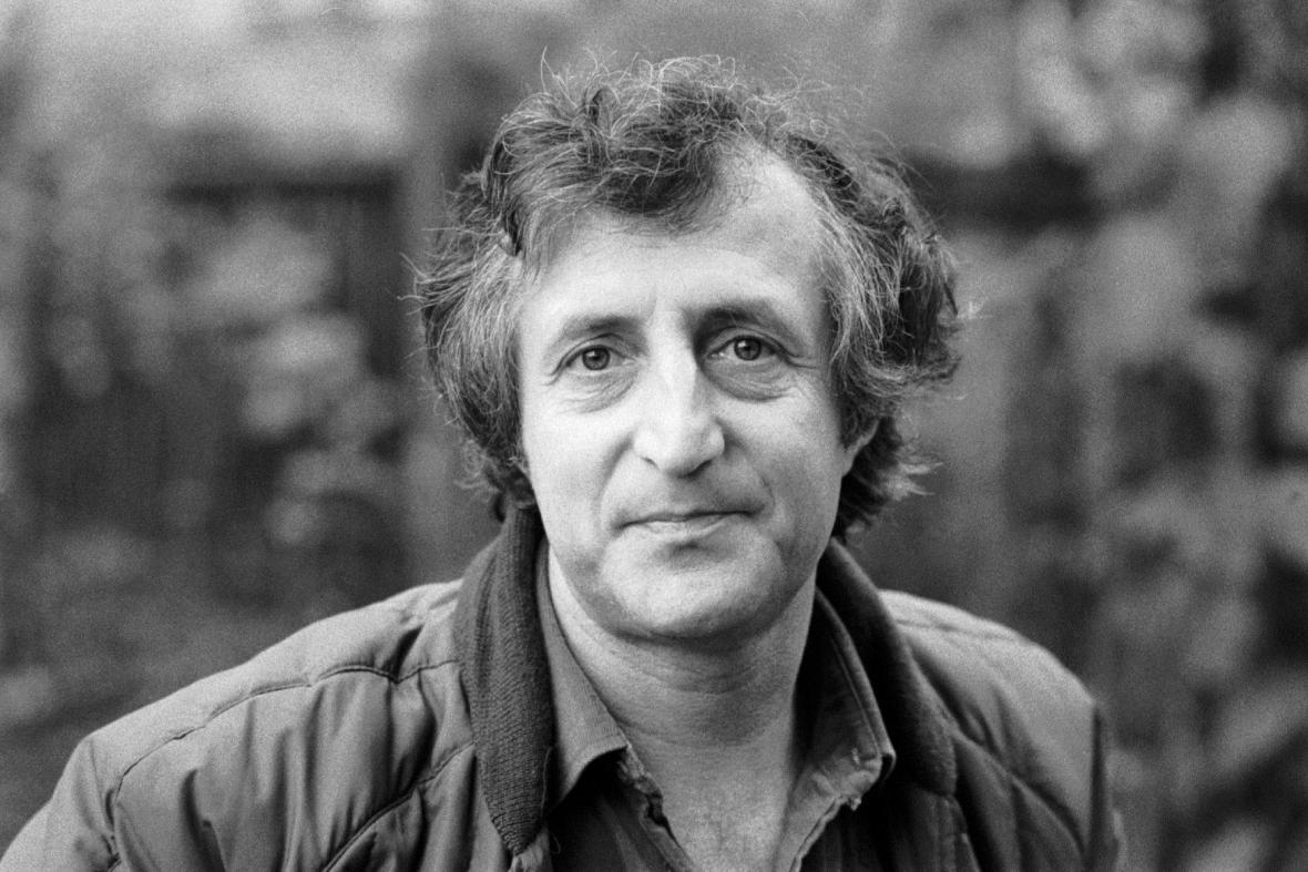 Pavel Bobek (16. září 1937 Praha – 20. listopadu 2013 Praha) byl český architekt a zpěvák. https://t.co/4x6jIOxOOX https://t.co/U9aNH6m7gw