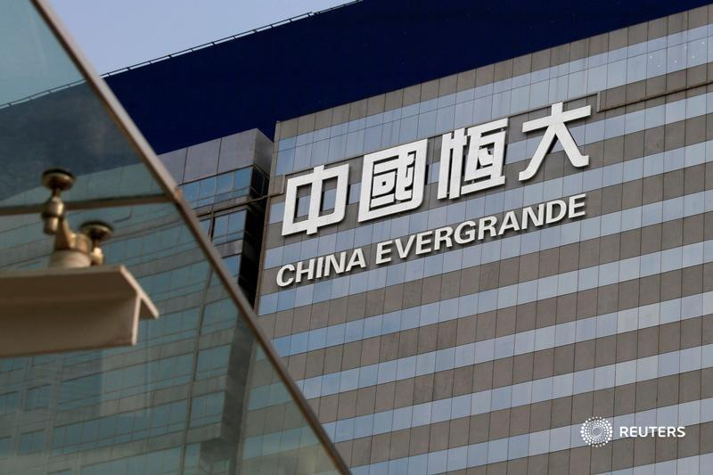 Unwritten credit rules circulated by Beijing have prompted China Evergrande to offer discounts of 30% or more. That will eat further into profit and make it harder to cut debt. The aggressive gambit may, however, cripple the competition, says @ywchen1: https://t.co/n5Gi7r27Aj. https://t.co/wWYqzwYAuH