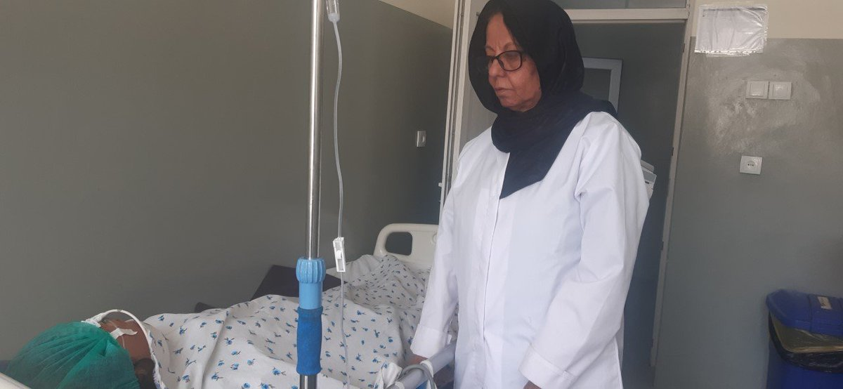 Dr.Hajera Baharistani says she was the first girl who graduated from a boys' high school in Badakhshan province &joined Kabul Medical University.Dr.Baharistani returned& serves her patients for about 40 years.There were no girls high school in Badakhshan back then. @DaRadioAzadi https://t.co/OkSmDYZd4V
