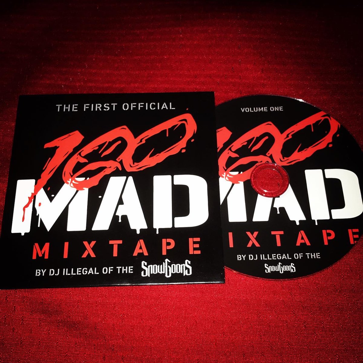 """💯MAD MIXTAPE""  ❄️🔥❄️🔥❄️🔥❄️🔥❄️🔥❄️🔥  頭からケツまで、最高の暑苦しさ!  #100mad #snowgoons #djillegal #goonmusick #goonsgear #onyx https://t.co/YERzTnroWH"