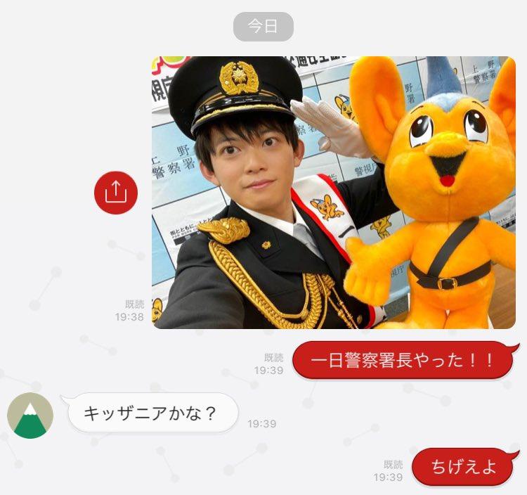 一日警察署長してる写真を友達に送った結果ですご査収ください。逮捕👮🏻♂️