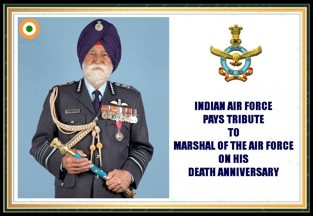 भारतीय वायु सेना मार्शल ऑफ़ द एयर फाॅर्स #अर्जनसिंह को उनकी पुण्यतिथि पर श्रद्धांजलि अर्पित करती है। वे नेतृत्व एवं व्यक्तित्व की वो मिसाल है जो आने वाली पीढियों का सदैव मार्ग दर्शन करेगी। उनके रणनीतिक कौशल एवं कर्त्तव्य निष्ठा के लिए भारतीय वायु सेना उन्हें नमन करती है।