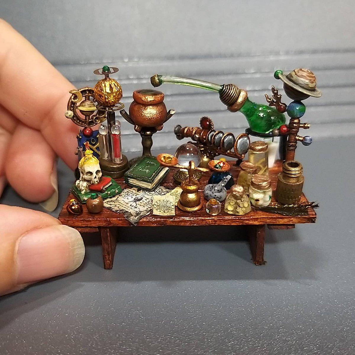 I'm gonna pull my socks up and stream making mini Alchemy things tomorrow after dinner (7pm gmt onwards) gotta get afiliate to unlock stream stuff. Come chat & ask crafting questions 🙂 https://t.co/bLiV5ZWNmn #Dnd #dnd5e #Alchemy #miniature #ttrpg #stream #twitch #pathfinder https://t.co/dlgAaPmIIG