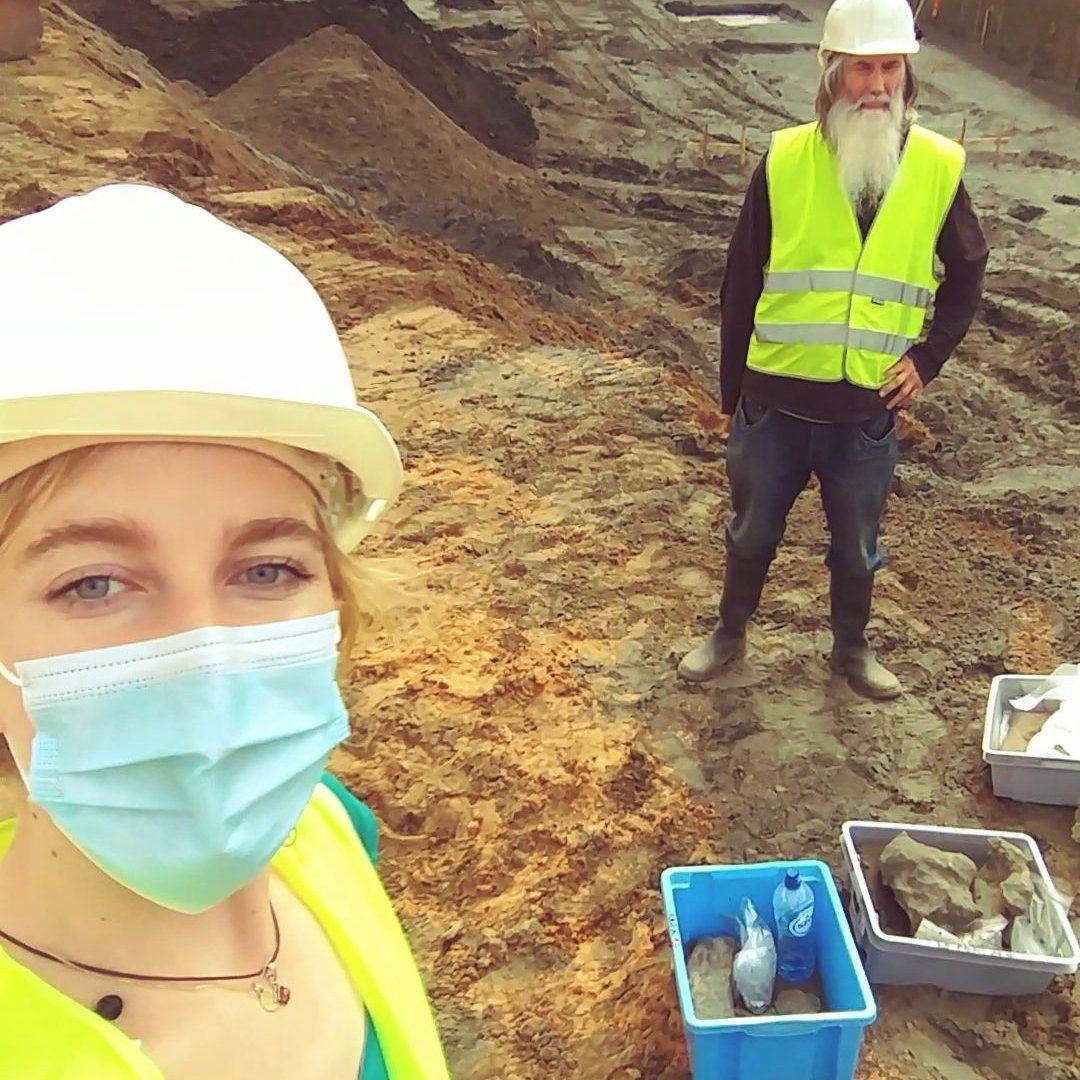#ScienceVlog Let's take you to the Antwerp whale cemetery! https://t.co/8h7KcxwXYP Meet volunteer Jef, who is excavating the fourth whale, and Mark, a self-taught paleontologist! #naturalsciencesbrussels #fossils #whales #excavations https://t.co/dZFgdhs6b4