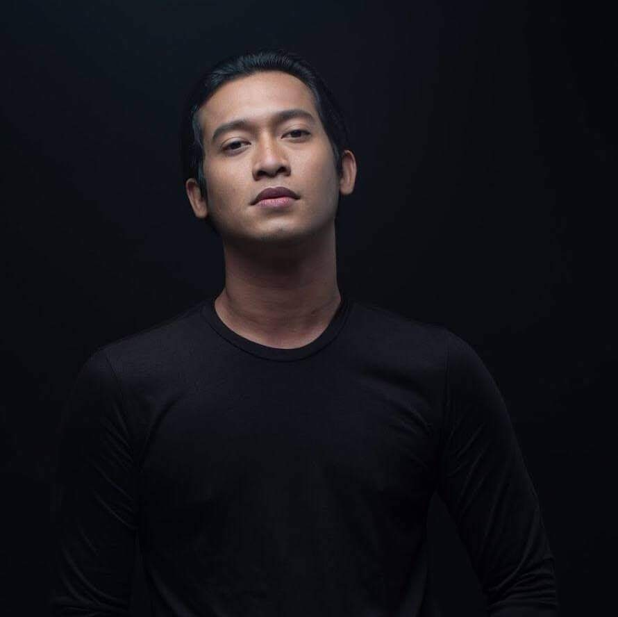 Pelakon Indonesia, Adi Firman Hakim (32 tahun) meninggal dunia akibat Covid-19  https://t.co/G4tIwSVKNK https://t.co/uMo9FKiFuO