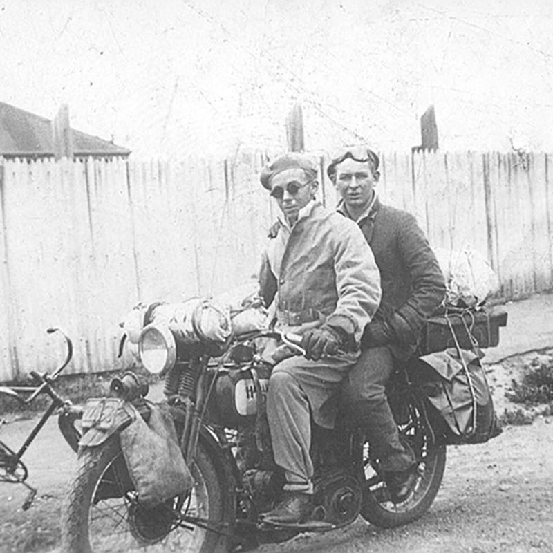 El año: 1933. Sus nombres: Roy y Murray. Su sueño: recorrer la Isla Sur de Nueva Zelanda a lomos de una Harley-Davidson.  El resultado: Más de 3.000 kilómetros recorridos y un reto conseguido.  RESPETO  #FindYourFreedom  #LiveYourLegend  #FreedomMachine #HarleyDavidson https://t.co/yP377WcrkX