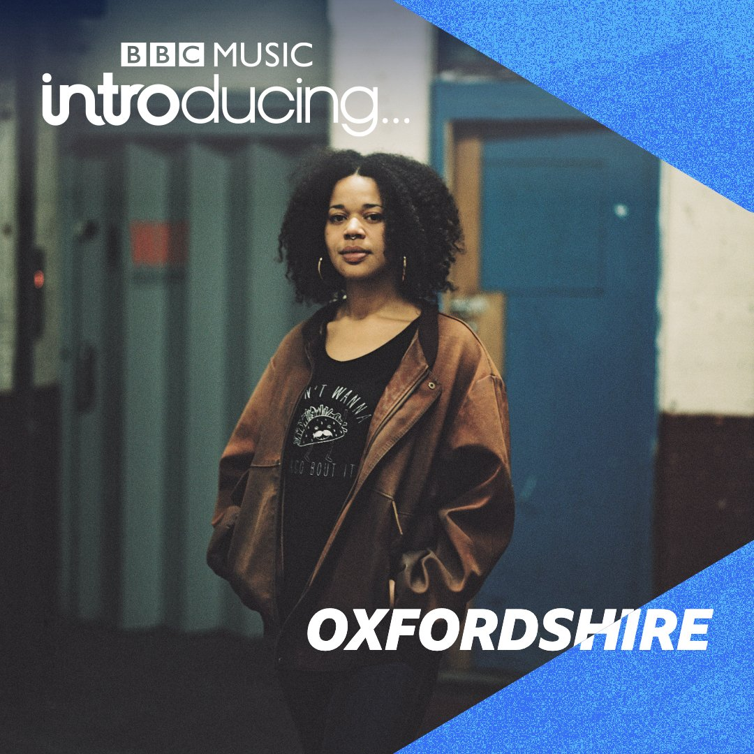 Tonight from 8️⃣ @DaveGilyeat catches up with @call_me_tiece to hear about her new track, Vampires 🧛🧛♂️  Plus, we've a first play from @theomusiq_ & loads of new choonnz from #Oxfordshire!  Subscribe to our #podcast too 😎  https://t.co/rcqJDKTwSo https://t.co/BWl4X9fUqJ