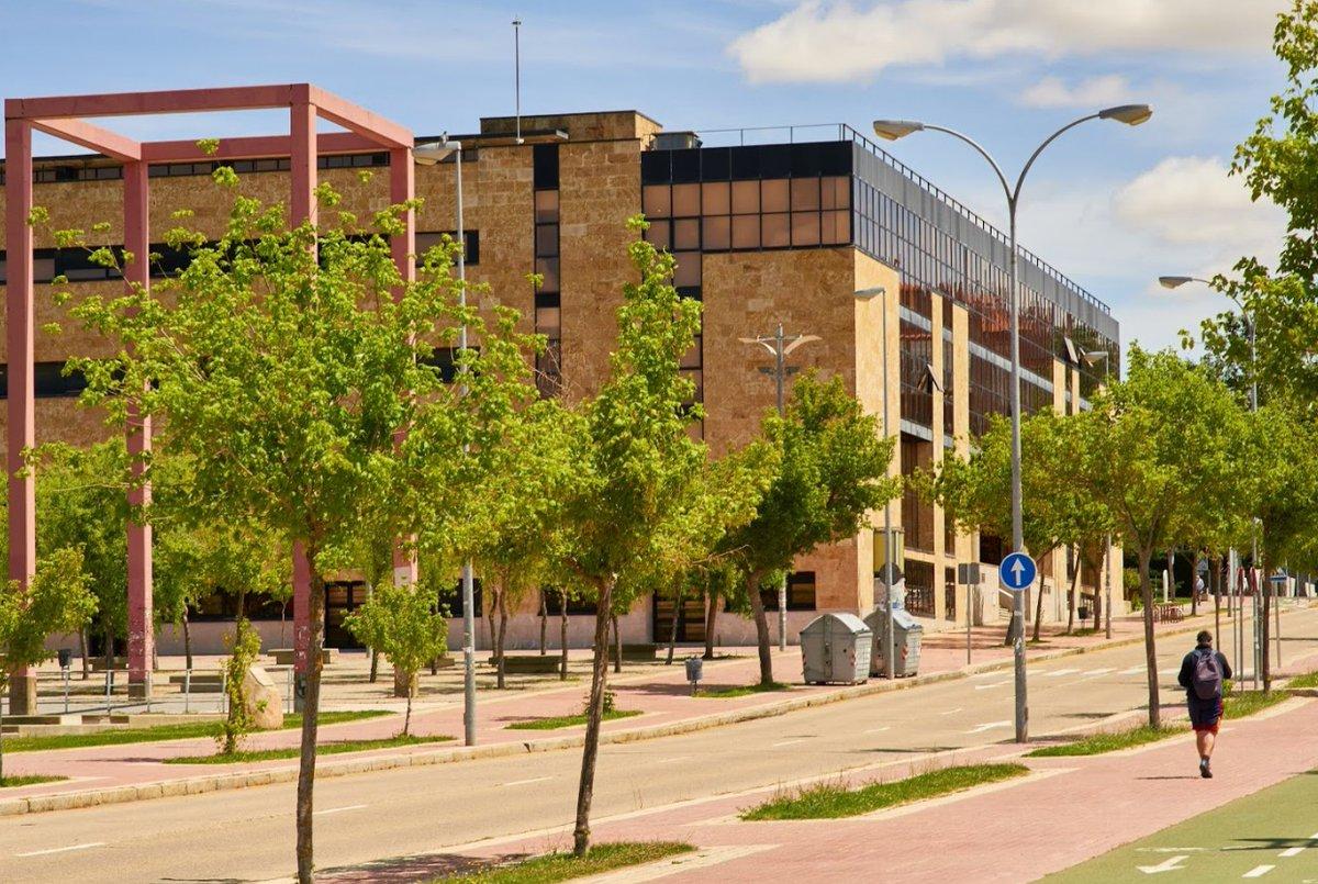 La Universidad de Salamanca celebra la sentencia sobre el caso Ellacuría.  ➡️ https://t.co/gAOlD49krt https://t.co/BJfuTPmeVb