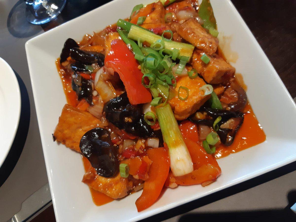 Krokante tofu, zacht vanbinnen, met een pittige Yuxiang saus. Was me dat lekker!  #Station3 #Kraainem #BibGourmand https://t.co/irn01B0yio