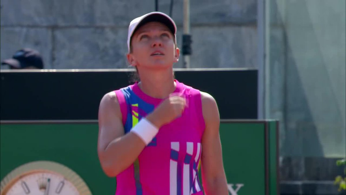 Top seed @Simona_Halep is off and running in Rome 🏃♀️ after downing Paolini 6-3, 6-4.   #IBI20 https://t.co/QaRlAvR4nd