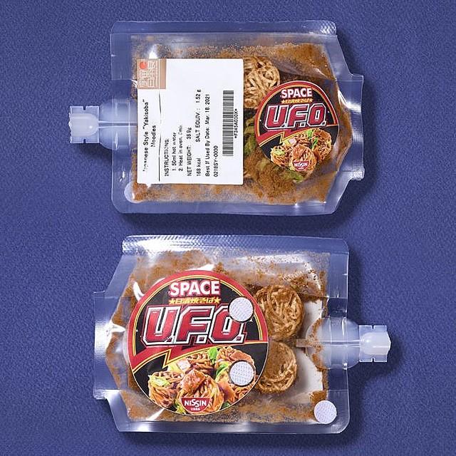【UFOと遭遇?】「日清焼そばU.F.O.」などが宇宙日本食認証を取得麺は、小麦粉やでんぷんの配合を工夫することで、ISS内で給湯可能な70℃程度のお湯でも湯戻しすることが可能。