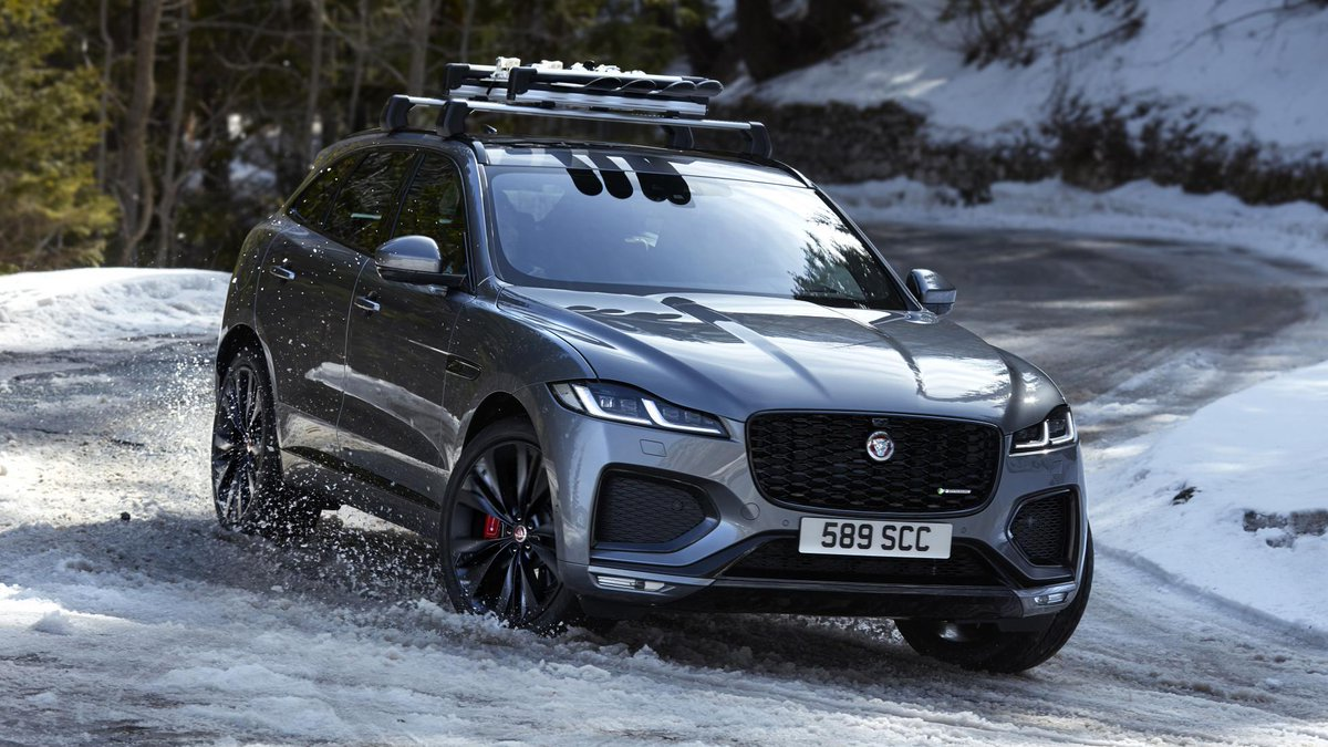 This is the new Jaguar F-Pace SUV. It has a POWER BULGE. It has ELECTRICITY. Plus, a bigger GRILLE. There's more, too → https://t.co/bK1p7Ha21y https://t.co/7G9GXrUpWx