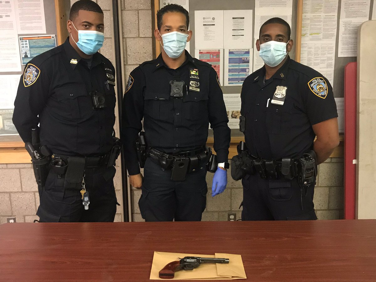 Late Monday night, officers from @NYPDPSA5 were on patrol in the Washington Houses in Manhattan when a person began shooting near them. After a brief foot pursuit, with the assistance of @NYPD23Pct, the 16-year-old suspect was caught, and this loaded firearm was safely recovered. https://t.co/3AcOUj9OkR