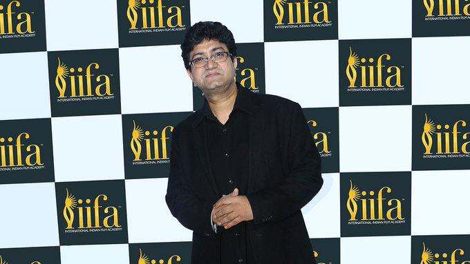We wish the ace lyricist and screenwriter, Prasoon Joshi a very Happy Birthday!
